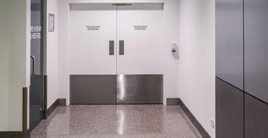 Czym charakteryzują się drzwi techniczne przeciwpożarowe?